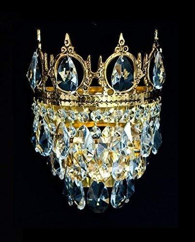 NEUERRAUM Königliche Kristall Kronleuchter Wandlampen mit kleinen Krönchen aus verschieden Epochen wie Barock, Empire, Art Deco & Jugendstil. Echtes Kristall. Abbildung in Goldfarben.