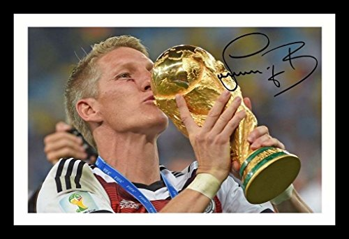 WSFrames Bastian Schweinsteiger - Germany Signiert und gerahmt Foto