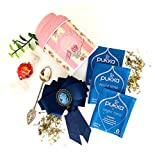 Juego de té inglés Pukka Tea, Lindor Lindt Chocolate, broche reina y cuchara de té en un recipiente de caja de té. Set de regalo estilo británico, por Nora Eco