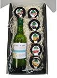 Cesta de Navidad para Regalo con Vino Blanco Penedes y Tarros en Miniaturas de 30 g de Mermelada de Frambuesa, Higo, Fresa, Melocotón y Mermelada de Frutos Rojos en un excelente Estuche para regalar.