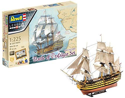 Revell Modellbausatz Schiff 1:225, Geschenkset BATTLE OF TRAFALGAR im Maßstab 1:225, Level 4, originalgetreue Nachbildung mit vielen Details, Segelschiff HMS Victory, mit Basis-Zubehör und Poster, 05767