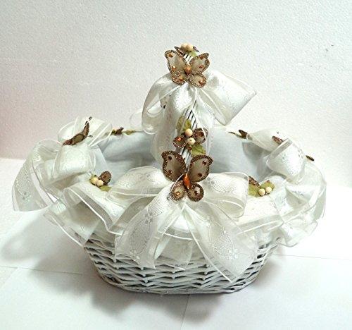Cesta de mimbre, decorada, para llevar Pétalos u ofrendas. Color blanco, decorado con cinta brocada blanca y mariposas. Medidas: 30x24x26(alto)cms. aprox..