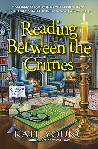 Reading Between the Crimes (A Jane Doe Book Club Mystery 2) by [Kate Young]