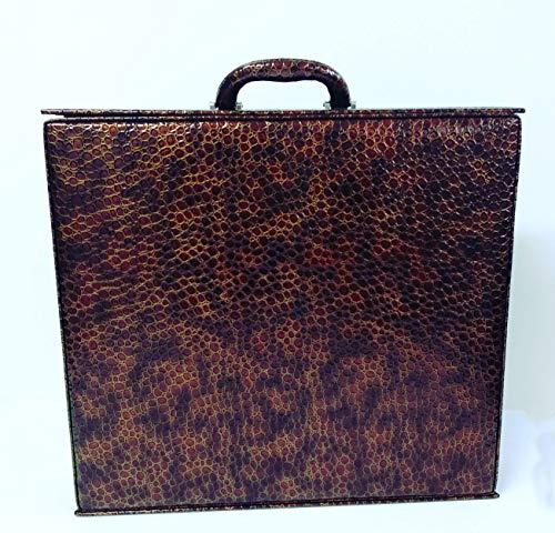 Maletín attaché en color marrón, cierre con solapa. Medidas 41x37x9. Maletín para álbum de fotos.