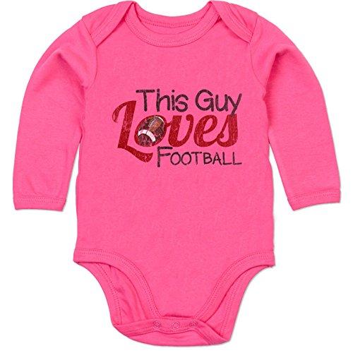 Football - This Guy Loves Football - Vintage Look - 6/12 Monate - Fuchsia - Body Football - BZ30 - Baby Langarm Bio Body Strampler