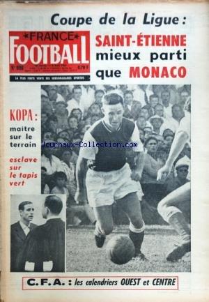 FRANCE FOOTBALL [No 908] du 06/08/1963 - COUPE DE LA LIGUE / SAINT-ETIENNE MIEUX PARTI QUE MONACO - KOPA / MAITRE SUR LE TERRAIN - ESCLAVE SUR LE TAPIS VERT - LES CALENDRIERS OUEST ET CENTRE