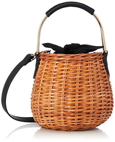ゴールドのハンドルが都会的なエッセンスをプラスしてくれるキュートなラタンバッグです。ラタンの飴色と黒、ゴールドのバランス感覚が絶妙で、初夏から秋にかけて長く使えますね。