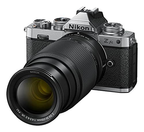 Nikon Z fc KIT Z DX 16-50 mm 1:3.5-6.3 VR (SE) + Z DX 50-250 mm 1:4.5-6.3 VR (20.9 MP, OLED-Sucher mit 2.36 Mill. Bildpunkten, 11 Bilder pro Sek., Hybrid AF mit Fokus-Assistent, 4K UHD-Video)
