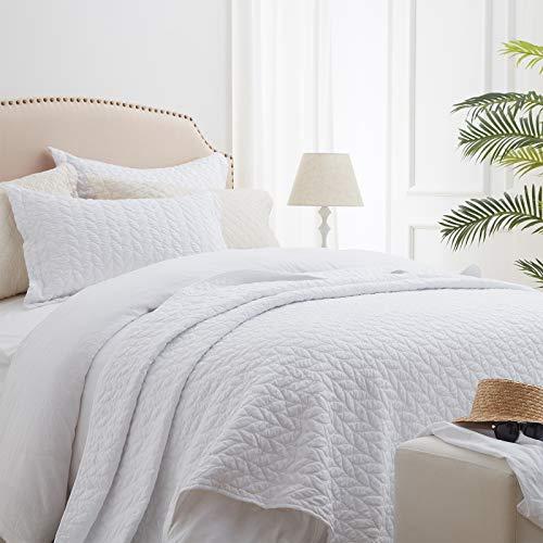 SunStyle Home Quilt-Set, weiß, leichte Tagesdecke, weich, wendbar, für alle Jahreszeiten, 3-teilig, Blatt-Stickerei, gesteppte Bettwäsche-Sets (1 Steppdecke, 2 Kissenbezüge) (228,6 x 243,8 cm)