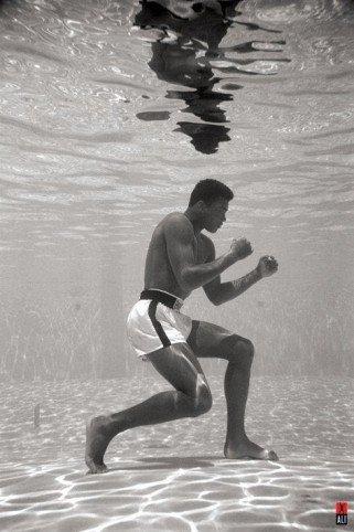 1art1 50199 Muhammad Ali - Unter Wasser Boxen Poster 91 x 61 cm