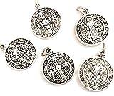 5 Medallas San Benito Metal baño Plata. Es una de Las medallas más Antiguas de la cristiandad, y quienes la portan creen Que Tiene Poder contra el Mal.