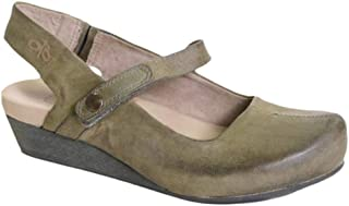 OTBT Women's Springfield Closed Toe Wedges