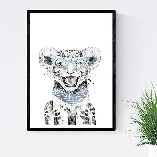 Leonvel voor kinderen met blauwe bril en sjaal babydieren maat poster A3 zonder lijst