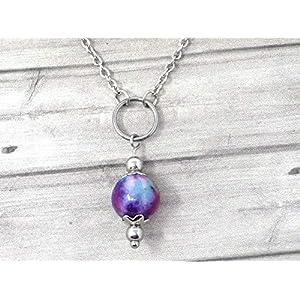 Chokerhalskette für Frauen aus Edelstahl mit Ringen und Jadeperlen in lila, blau und weiß getönt
