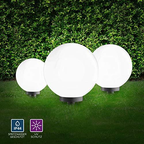 LeuchtenDirekt Kugelleuchten 3er Set außen, Gartenlampe 30 + 40 + 50cmØ | Außenleuchten spritzwassergeschützt | Gartenleuchte, E27 Fassung | inkl. Erdspieß + 5m Kabel
