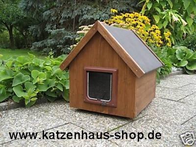 Katzenhaus / Katzenhütte wetterfest für draußen mit Katzenklappe, Spitzdach, Farbe nussbaum