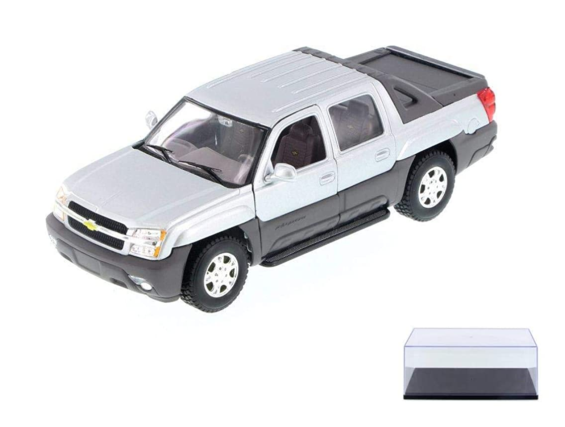 Welly Diecast Car & Display Case Package - 2002 Chevy Avalanche, Silver 22094WSV - 1/24 Scale Diecast Model Toy Car w/Display Case
