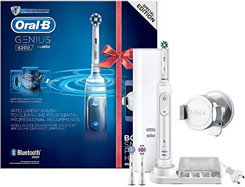 Oral-B Genius 8200 Elektrische Zahnbürste, mit Smartphone-Halterung und drei Aufsteckbürsten, weiß