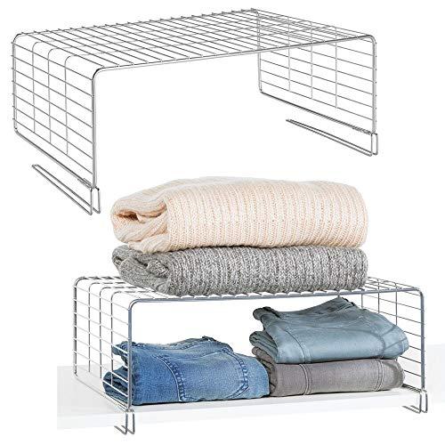 mDesign 2er-Set Drahtkorb für den Kleiderschrank – moderner Schrank Organizer mit 2 Ebenen für Kleideraufbewahrung aus Metall – Allzweckkorb für Schlafzimmer, Küche, Flur und Büro – silberfarben