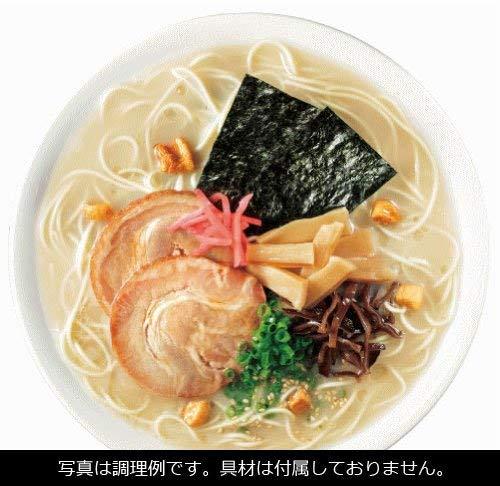 ポークエキスに玉ねぎなどを加えて強火で炊き出した旨味のある博多長浜風豚骨スープです。白コショウ、すりごま、煎りごまを加えてしょうゆで味を整えています。別添の調味油を仕上げに入れることで豚骨の炊き出し感とコクを味わえます。