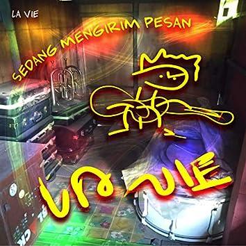 Sedang Mengirim Pesan (Live)