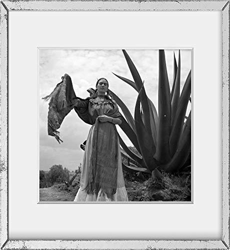 Historic Photos 1937Foto Frida Kahlo (Senora Diego Rivera) neben eine Agave Pflanze Steht, während EIN Foto Schießen für Vogue Magazin, Senoras von Mexiko