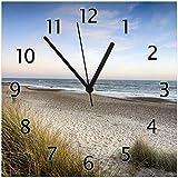 Wallario Glas-Uhr Echtglas Wanduhr Motivuhr • in Premium-Qualität • Größe: 30x30cm • Motiv: Strandspaziergang im Urlaub an der Ostsee