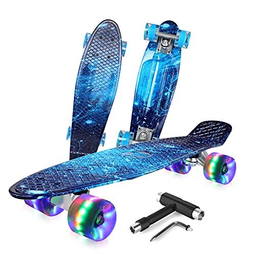 BELEEV Skateboard Komplette Mini Cruiser Skateboard für Kinder Jugendliche Erwachsene, Led Leuchtrollen mit All-in-one Skate T-Tool für Anfänger (Galaxy Blue)