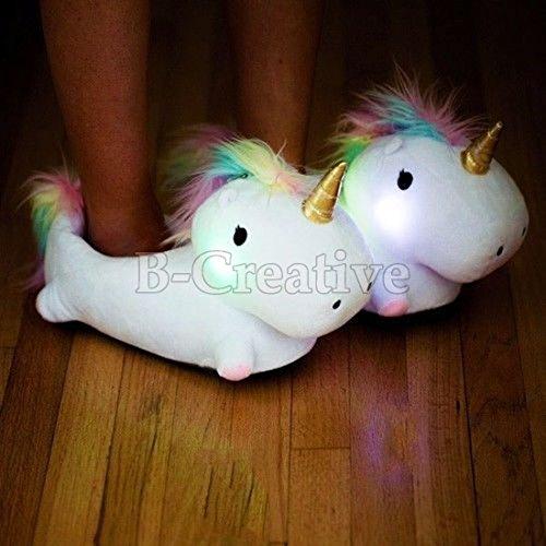 B-Creative Zapatillas de unicornio blanco con luz LED, encantadoras y suaves de felpa mullidas para interiores de invierno (con LED, 4.5)