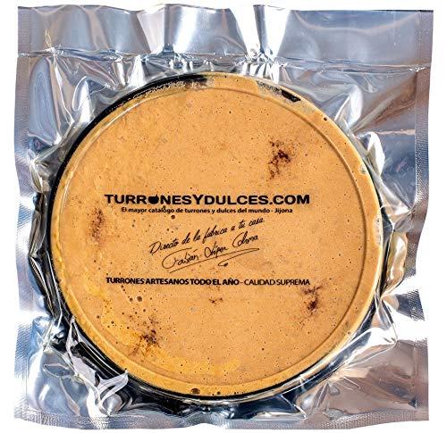 Coca de Turrón blando de Jijona artesanal de 200 gramos. Ingredientes: Almendra, Miel, Huevo, azúcar y canela. Con Denominación de Origen y Protegida por la IGP.