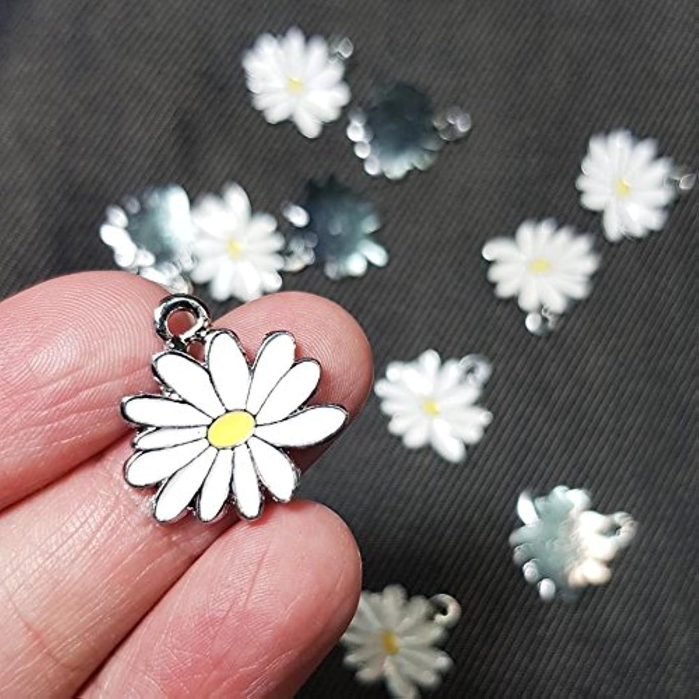 12 Little White Yellow Daisy Flower Charms 20x20mm Enamel Charm Pendant (NS803)