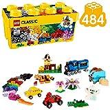 Include tanti mattoncini LEGO in 35 colori diversi; con 18 pneumatici e 18 cerchioni; molti elementi speciali tra cui una base 8 x 16 cm verde, una finestra con telaio e 3 set di occhi LEGO Classic è ottimale per ispirare la creatività con i mattonci...