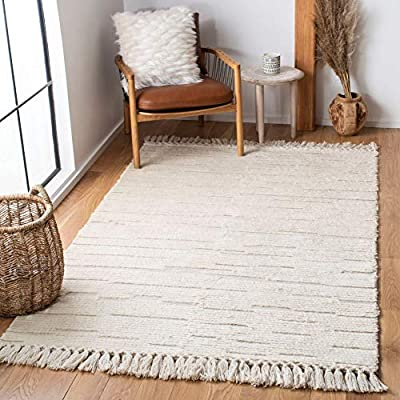 Safavieh Casablanca Collection CSB454A Hand-Woven Moroccan Wool Tassel Area Rug, 8' x 10', Ivory