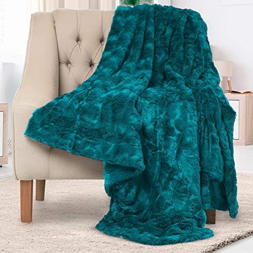 Everlasting Comfort Manta elegante de piel sintética - Suave y acogedora - Manta para sofá - Manta de pelo suave para el sofá y la cama - 127 x 165 cm - (Verde azulado)
