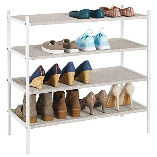 mDesign Mueble zapatero para el armario o el recibidor – Guarda zapatos bajo de metal y tejido transpirable, repelente al agua – Compacta estantería zapatero con 4 baldas – beis y blanco