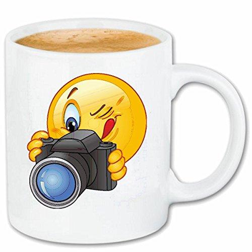 Reifen-Markt Kaffeetasse Smiley BEIM FOTOGRAFIEREN MIT FOTOAPPARAT Smileys Smilies Android iPhone Emoticons IOS GRINSE Gesicht Emoticon APP Keramik 330 ml in Weiß
