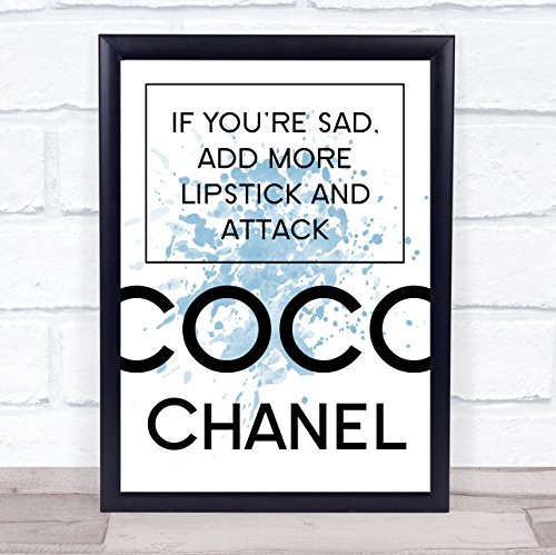 Blauwe Coco Chanel trieste toevoegen lippenstift citaat muur Art Print Framed White Small