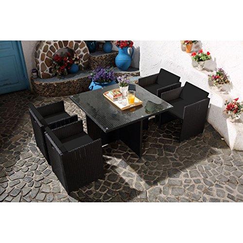 CONCEPT USINE - Salon De Jardin Miami 4 Personnes en Résine Tressée Noir Poly Rotin - 1 Table en Verre - 4 Fauteuils - Coussins Noir - Encastrable, Résistant, Imperméable