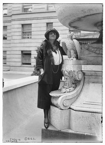 HistoricalFindings Photo: Braslau,Water Fountains,Pools,Statues,Sculptures,Birds,Faces,Women,Outdoors