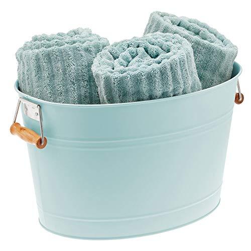 mDesign Cubo metálico con asas para el cuarto de baño – Barreño ovalado portátil para guardar toallas, champú, cremas, etc. – Cesta organizadora de 18 litros en metal y bambú – verde menta