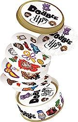 Una variante di Dobble ispirata alla celebre saga di Harry Potter, Dimostra di avere dei riflessi fulminei In Dobble c'è sempre 1 solo simbolo in comune tra 2 carte. Trovalo per primo e vinci 55 carte, 5 veloci party game per 2-8 giocatori.