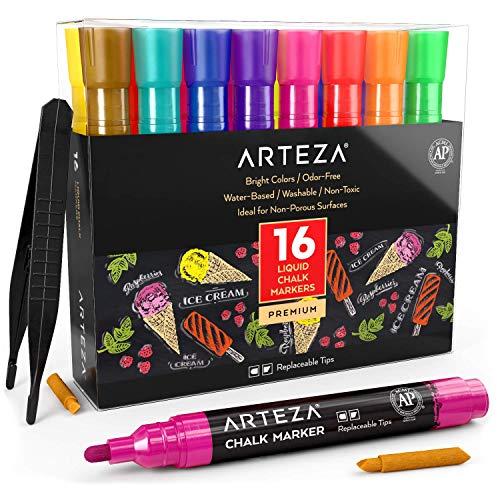 Arteza Rotuladores metalizados de tiza líquida | Set de 16 marcadores de tiza | 16 colores brillantes| Con pinzas + 50 etiquetas + 2 plantillas adhesivas | Rotuladores de tiza para cristal y pizarra