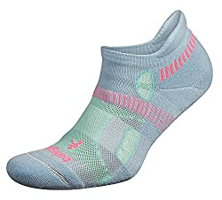 White ankle high sport sock for women. The best travel gear for solo female travellers