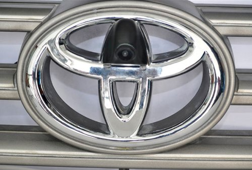 XCarlink Front-Kamera (NTSC) für Toyota - perfekt & unauffällig ins Front-Emblem integriert
