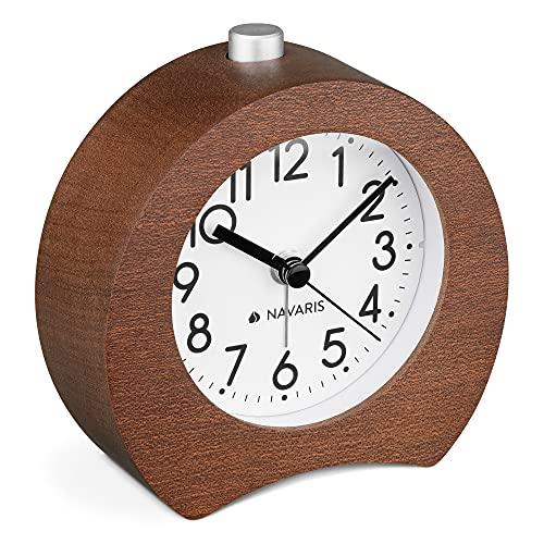 Navaris Analog Holz Wecker mit Snooze - Retro Uhr Hufeisen Design mit weißem Ziffernblatt Alarm - Leise Tischuhr ohne Ticken - Holzwecker Dunkelbraun