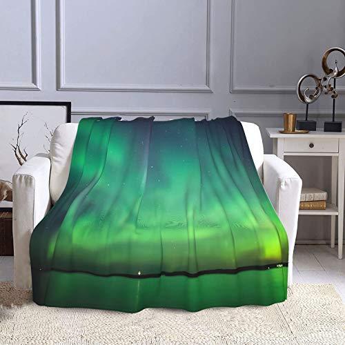 KCOUU Manta de forro polar de 50 × 60 pulgadas Northern Lights Over Lake acogedora manta decorativa suave y cálida para sofá, cama, sofá, viajes, hogar, uso en la oficina en todas las estaciones