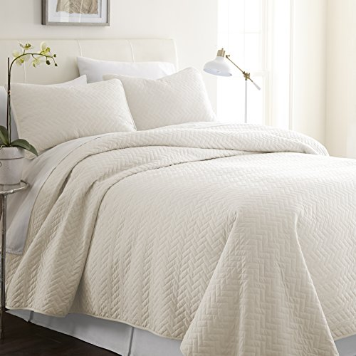 ienjoy Home Herring Patterned Quilted Coverlet Set, Queen, Ivory