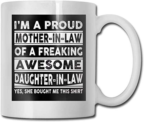 Taza de cerámica con texto en inglés 'Proud Mother in Law of A Freaking Awesome Daughter in Law of A Freaking Awesome Daughter in Law of A
