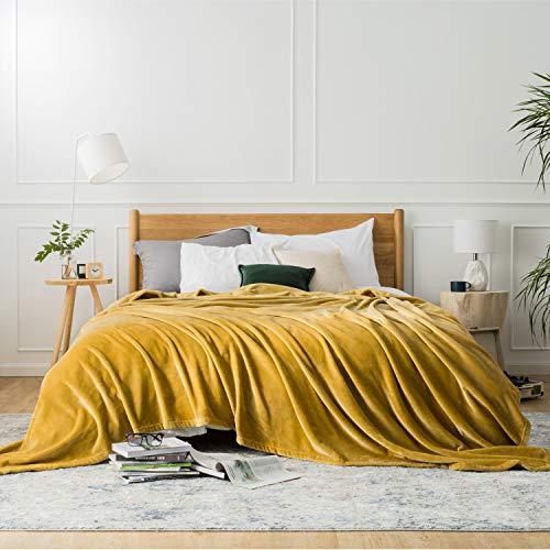 Bedsure Plaid Couverture Polaire Jaune Miel Couvre-lit 220x240cm pour 2 Personnes - Plaid Douce et Chaude Jeté de Canapé Flanelle Grande Taille