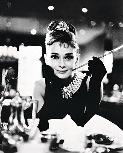 Close Up Audrey Hepburn Poster Breakfast at Tiffany's (40cm x 50cm) + 1 Traumstrand Poster Insel Bora Bora zusätzlich